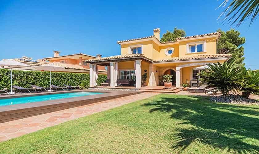 Pool und Rasen Ferienvilla Mallorca Nordküste PM 3741