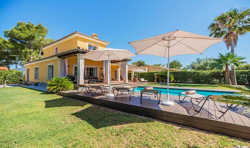 Pool und Rasen Ferienvilla Mallorca 8 Personen PM 3741