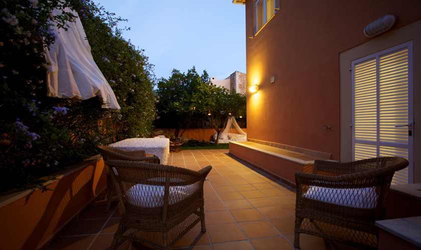 Terrasse und Ferienhaus Mallorca am Abend PM 3803