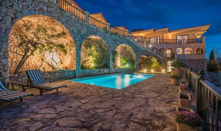 Pool bei Nacht Villa Mallorca Nordküste PM 3808