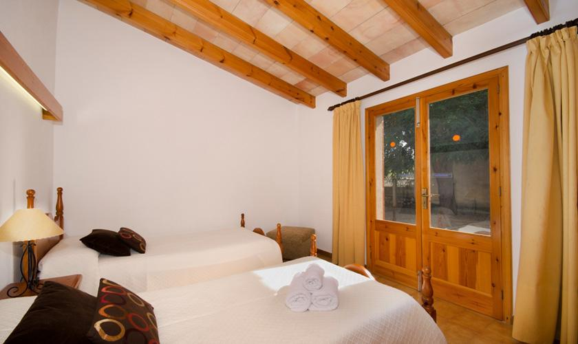 Schlafzimmer Finca Mallorca für 4 Personen PM 383