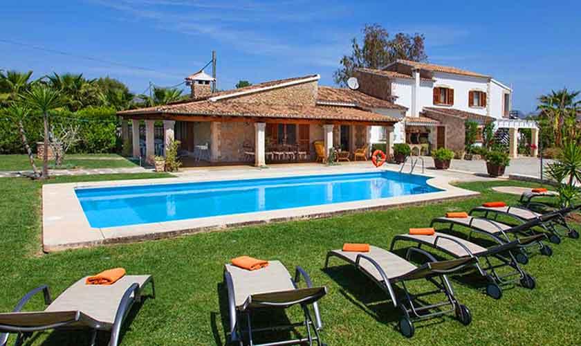 Pool und Liegen Finca Mallorca Norden PM 3855