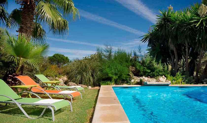 Pool und Liegen Mallorca Norden PM 3864