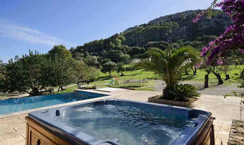 Pool und Jacuzzi Ferienhaus Mallorca PM 3865