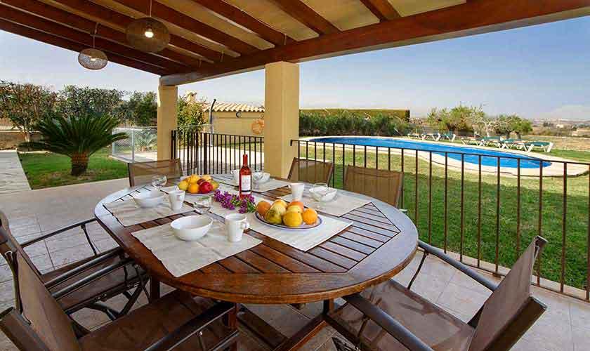 Poolblick und Terrasse Ferienfinca Mallorca PM 3882
