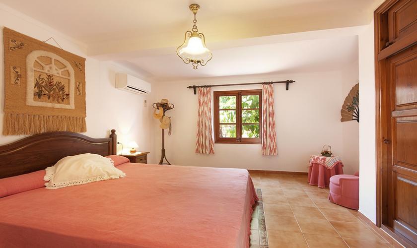 Schlafzimmer Finca Mallorca mit Pool Pollensa PM 3891