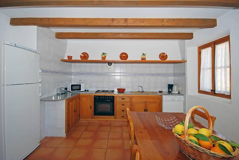 Küche Finca Mallorca Pollenca für 8 Personen PM 398