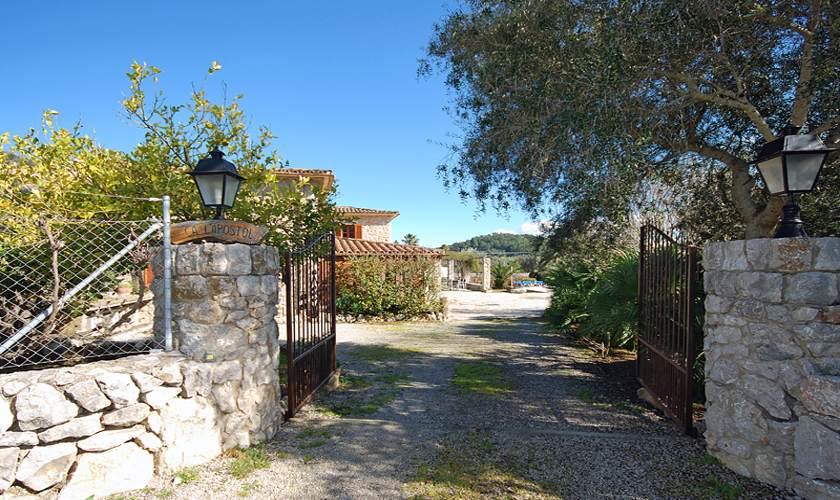 Einfahrt Finca Mallorca für 10 Personen PM 399