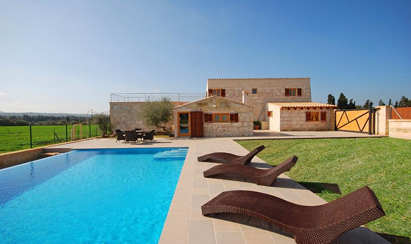 moderne finca mallorca norden mit pool f r 6 personen bei muro mieten. Black Bedroom Furniture Sets. Home Design Ideas