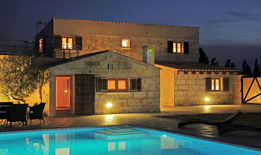 Pool und Finca Mallorca PM 422 bei Nacht