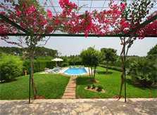 Pool und Rasen Finca Mallorca Norden PM 430