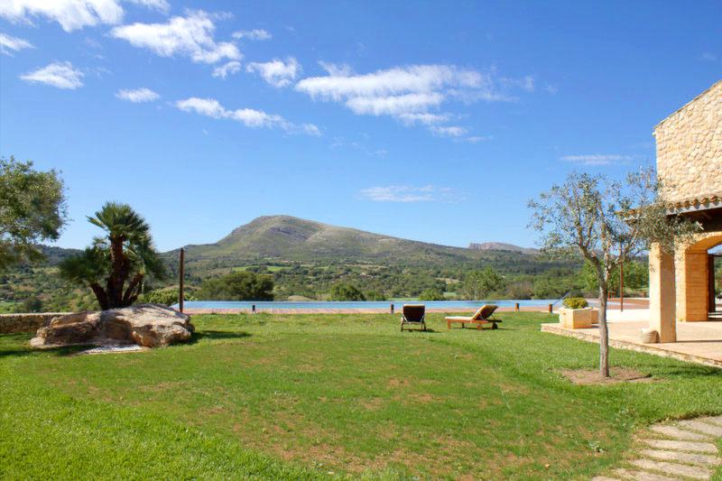 Pool und Rasen Finca Mallorca PM 520