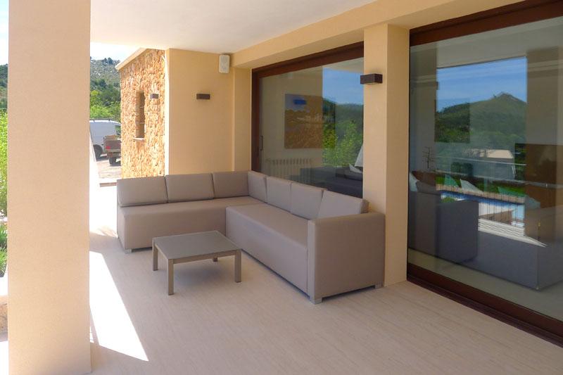 Terrasse mit Sofa Luxusvilla Mallorca Ostküste PM 5398