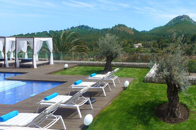 Poolblick und Rasenfläche Villa Mallorca Ostküste PM 5398