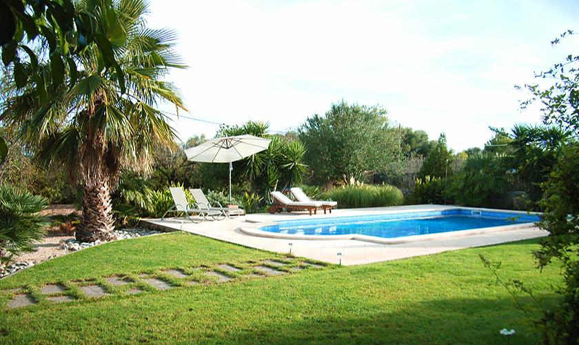 Pool und Rasen Finca Mallorca Nordosten PM 567