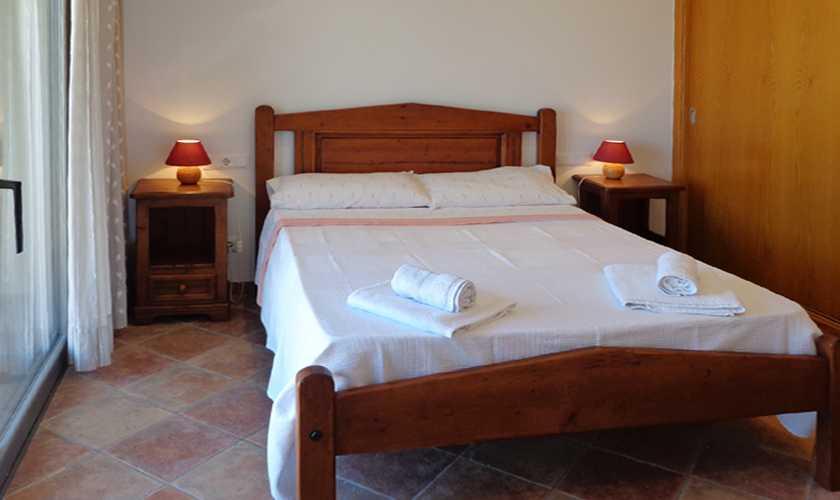 ferienhaus mallorca mit meerblick und klimaanlage in cala. Black Bedroom Furniture Sets. Home Design Ideas