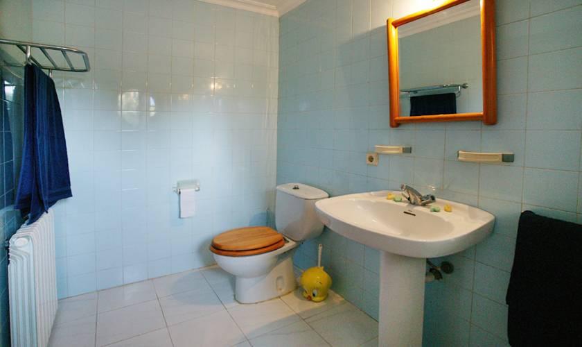 Badezimmer Ferienhaus Mallorca 12 Personen PM 596