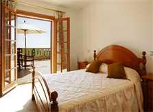 Schlafzimmer Ferienhaus Mallorca 12 Personen PM 596