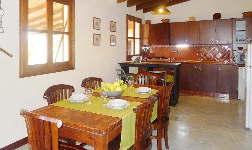 Esstisch Ferienfinca Mallorca Ostküste PM 6017