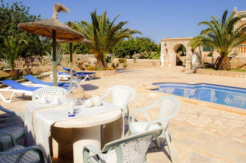 Terrasse und Pool Ferienvilla Mallorca PM 6052 im Südosten