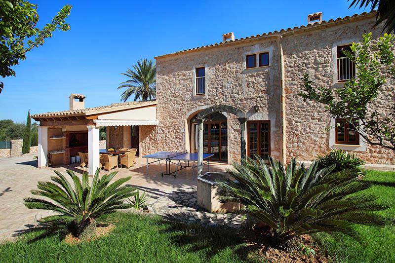 Blick auf die große Finca Mallorca für 12 Personen PM 6053