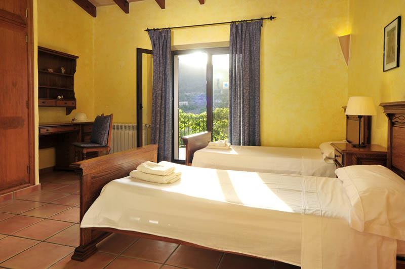 Schlafzimmer 4 Ferienfinca Mallorca PM 6055 im Südosten für 10 Personen