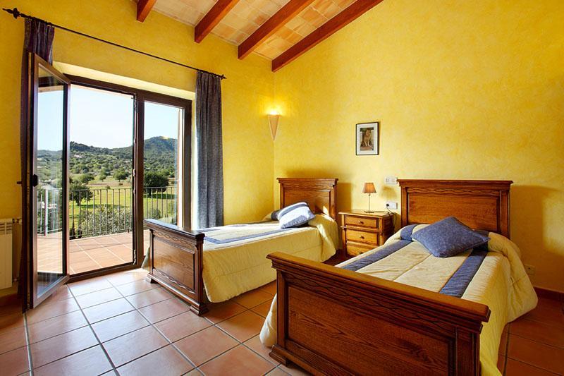 Schlafzimmer Finca Mallorca PM 6055 im Südosten für 10 Personen