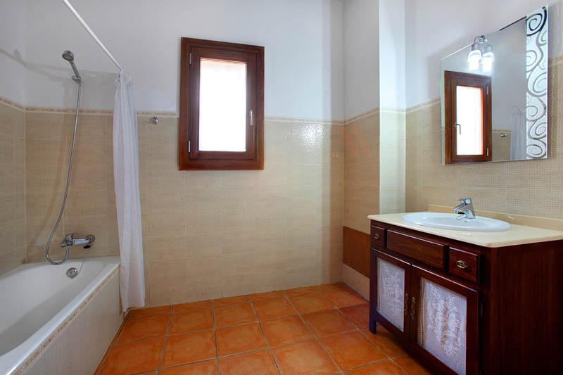 Badezimmer 2 Ferienfinca Mallorca Südosten PM 6056 für 12 - 14 Personen