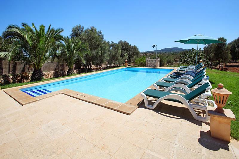 Pool der Finca Mallorca Südosten PM 6056 für 12 - 14 Personen