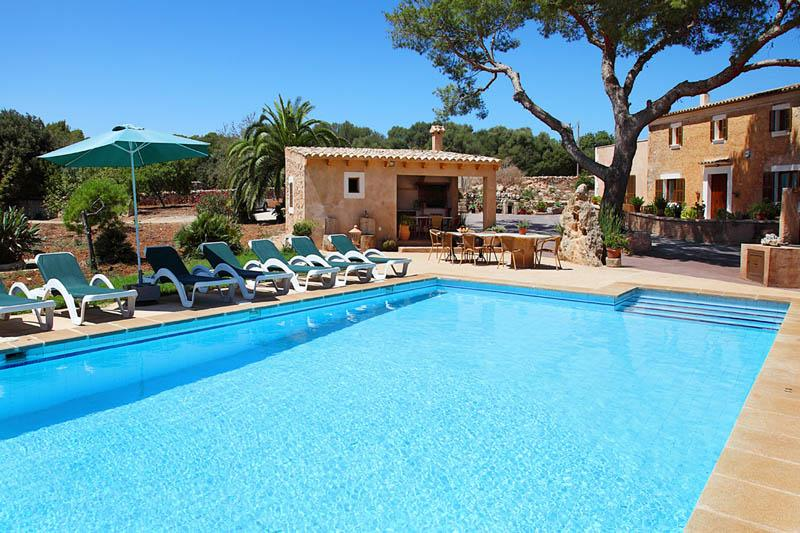 Pool und Ferienfinca Mallorca Südosten PM 6056 für 12 - 14 Personen