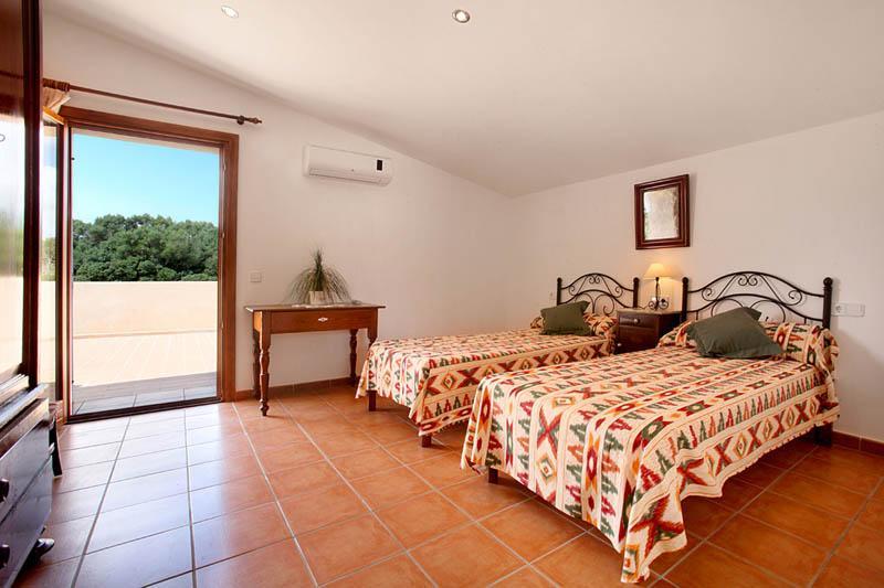 Schlafzimmer 2 Finca Mallorca Südosten PM 6056 für 12 - 14 Personen