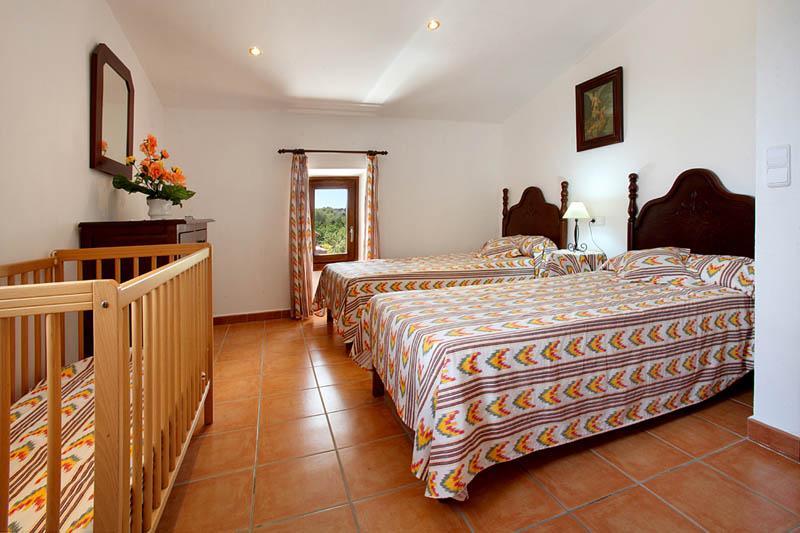 Schlafzimmer Finca Mallorca Südosten PM 6056 für 12 - 14 Personen