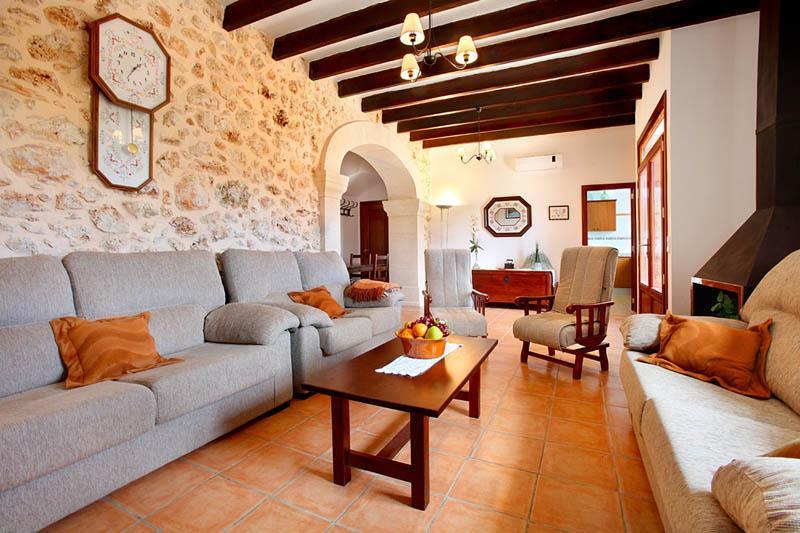 Wohnraum Finca Mallorca Südosten PM 6056 für 12 - 14 Personen