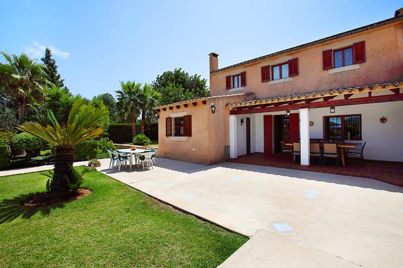 Terrasse der Ferienvilla Mallorca PM 6062 im Südosten für 6-7 Personen