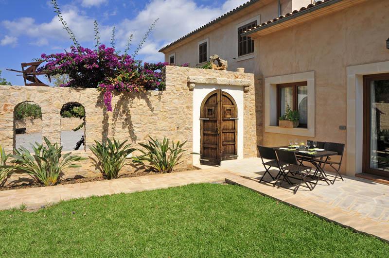 Patio Finca Mallorca mit Pool Südosten PM 6063