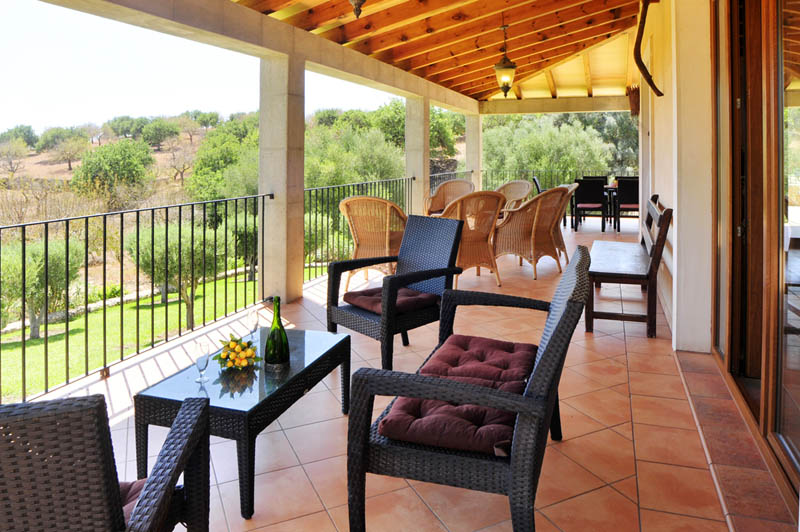 Terrasse der Finca Mallorca PM 6063 im Südosten