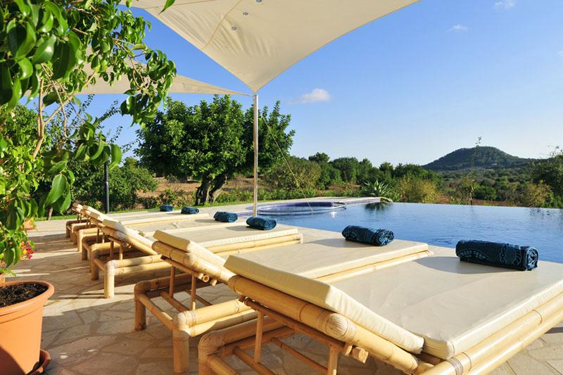 Pool und Liegen Luxusfinca Mallorca Südosten PM 6086