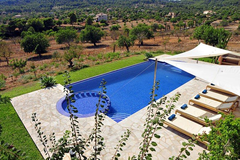 Pool und Landschaft Luxusfinca Mallorca Südosten PM 6086