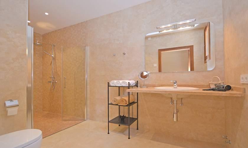 Badezimmer Ferienhaus Mallorca 10 Personen PM 6140