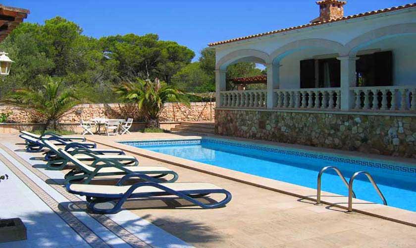 Pool und Terrasse Ferienvilla Mallorca Süden PM 645