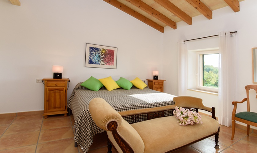 restaurierte finca mallorca f r 10 personen mit pool und klimaanlage. Black Bedroom Furniture Sets. Home Design Ideas