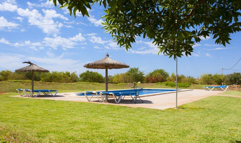 Pool und Wiese Finca Mallorca 8 Personen PM 6526