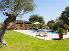 Pool und Rasenflächen Finca Mallorca 6 Personen PM 6527