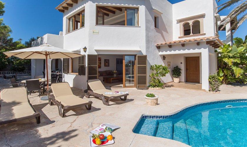 Pool und Terrasse Ferienvilla Mallorca Strandnähe PM 6530