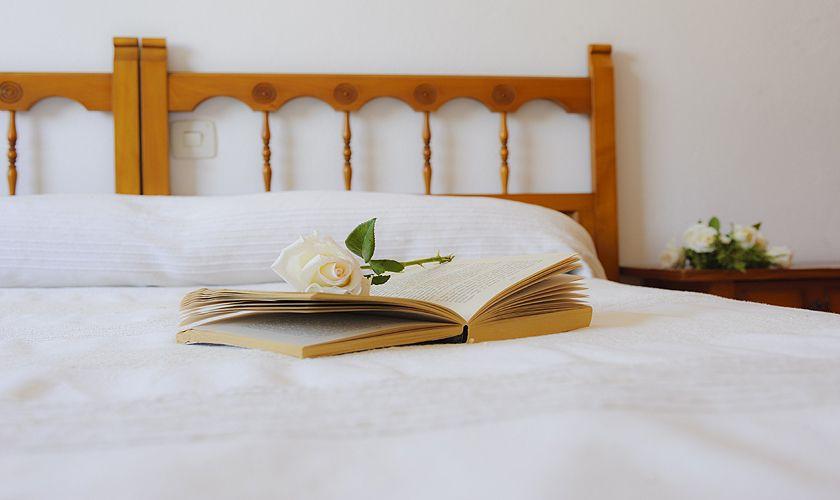 Schlafzimmer mit Doppelbett Ferienhaus Cala D'or Pool Strandnah WLAN PM 6533