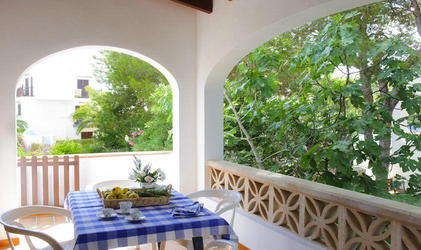 Terrasse mit Tisch Ferienhaus 10 Personen Pool Internet PM 6533