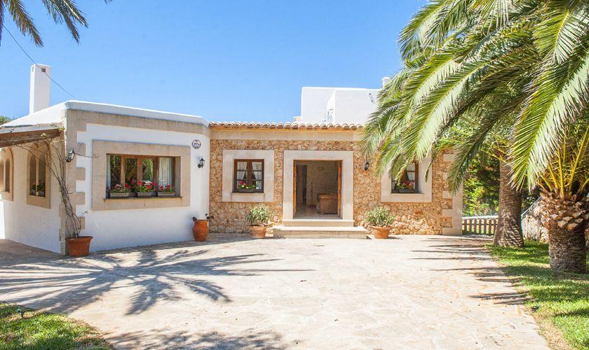 Blick auf die Ferienvilla mit Meerblick Mallorca PM 6536