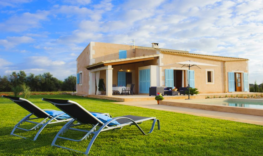 Pool und Rasenflächen Finca Mallorca 4 Personen PM 6537