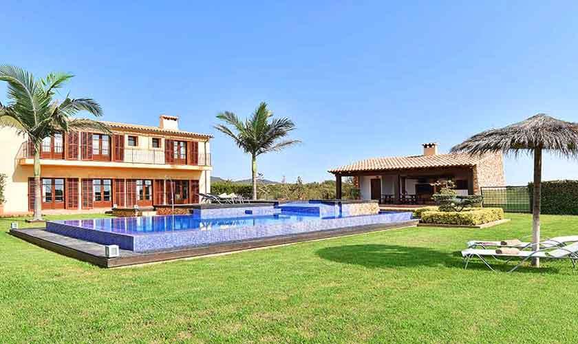Pool und Rasen Ferienvilla Mallorca Südosten PM 6561
