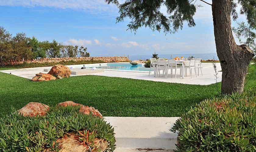 Pool und Rasenflächen Villa Mallorca PM 6578